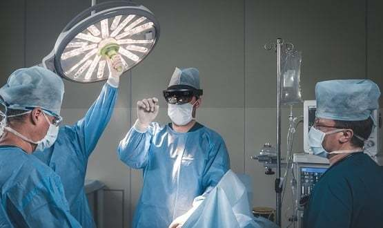 Surgeons use AR technology in theatre